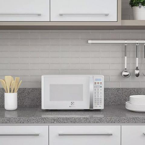 Imagem de Micro-ondas 20L Electrolux MTO30 com Função Tira Odor Branco 127V