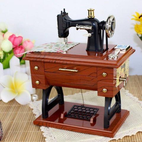 Imagem de Mini Máquina De Costura Caixa Musical