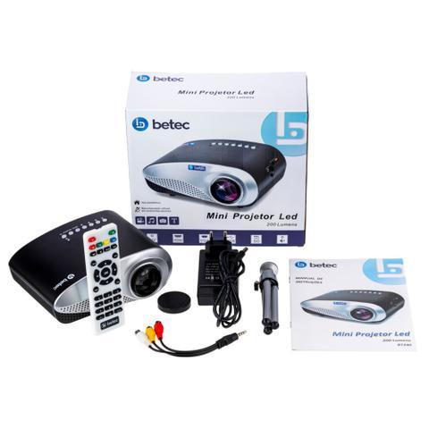 Imagem de Mini Projetor Led Portátil Betec - 200 Lumens - 100 Pol. - Tripé - Entr. HDMI, VGA, AV-RCA, SD e USB