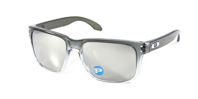 ce0f9f978be11 Imagem de Óculos de Sol Oakley Holbrook OO9102 Cinza Transparente Lentes  Espelhadas e Polarizadas. Carregando.