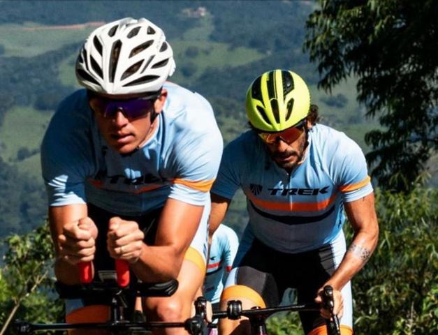 6ec6709fad543 Imagem de Oculos para ciclismo hb shield matte navy azul fosco com lente  espelhada vermelha