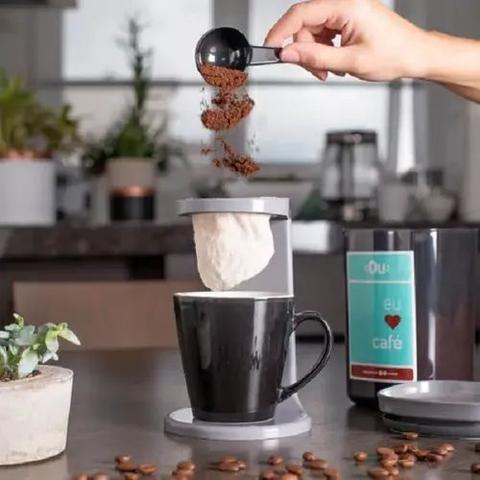 Imagem de Passador de cafe individual my coffee com 2 coador extra preto fechado ou