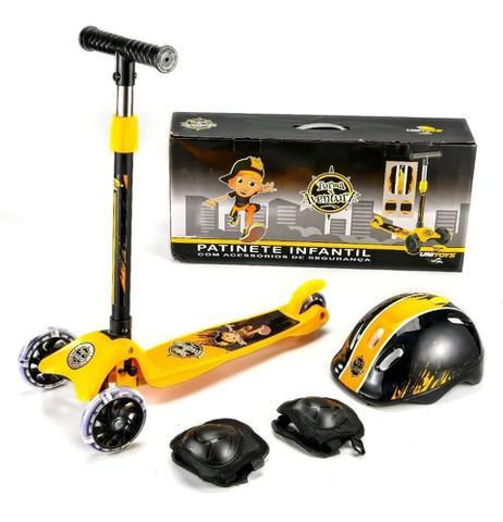 Imagem de Patinete Infantil 3 Rodas Amarelo com Kit de Proteção até 50 Kg