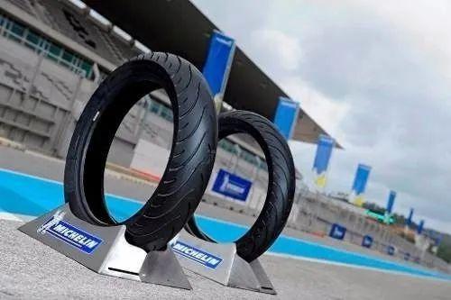 Imagem de Pneu 120/70-17 Michelin Pilot Street Radial Dianteiro Hornet