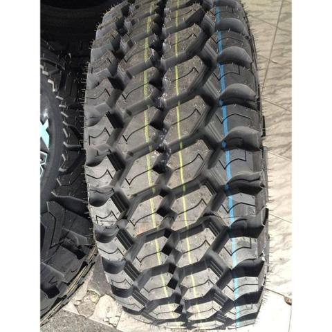 Imagem de Pneu Achilles Desert Hawk 305/70 R17 X-MT 119/116Q Radial ideal para levantar Novo Troller, Nova Ranger, Nova S-10, Hilux 2015 em diante