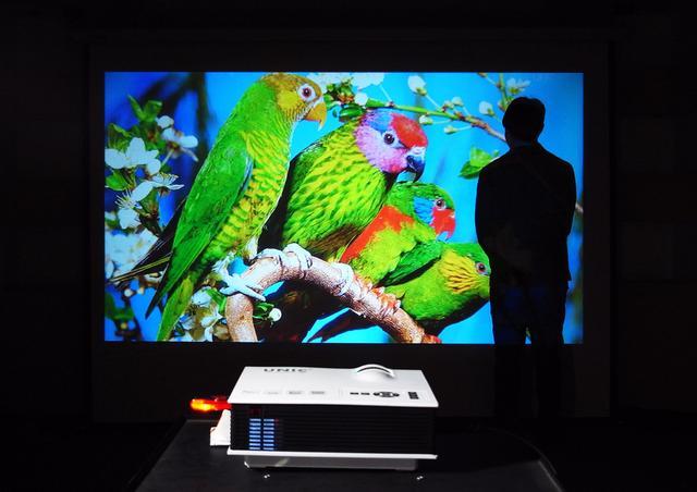 Imagem de Projetor Led Uc40+ 800 Lumens Hd Hdmi Data Show Xbox Ps4 Uc40 1080p Notebook