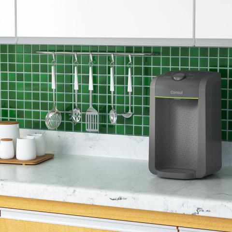 Imagem de Purificador de água Consul compacto, com filtragem classe A
