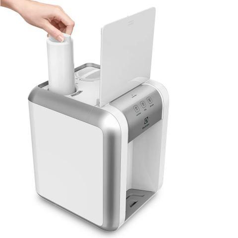 Imagem de Purificador de Água Electrolux Branco com Painel Touch PE11B Bivolt