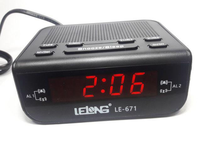 Imagem de Rádio Relogio Despertador Digital De Mesa Com Rádio Fm/am
