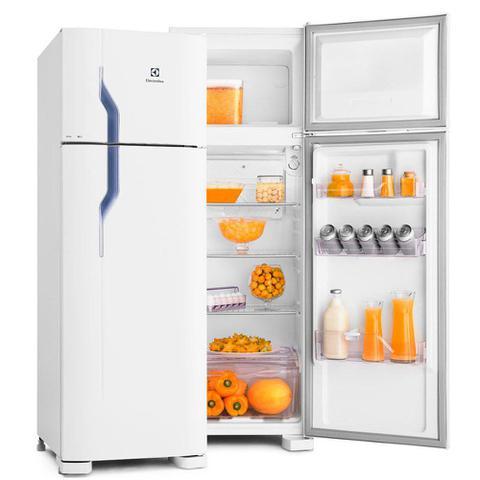 Imagem de Refrigerador Electrolux Cycle Defrost 260 Litros 2 Portas Design Moderno DC35A
