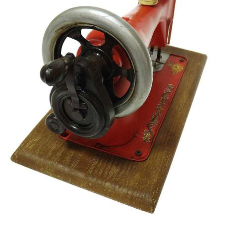 Imagem de Réplica Máquina de Costura Modelo Vintage Singer Vermelha em Ferro