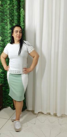 Imagem de Saia Lapis Bruna na cor verde claro com branco no tamanho 38