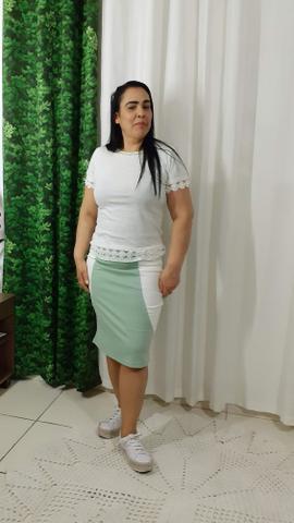 Imagem de Saia Lapis Bruna na cor verde claro com branco no tamanho 44