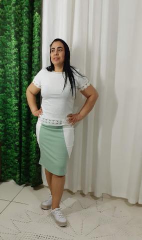 Imagem de Saia Lapis Bruna na cor verde claro com branco no tamanho 46