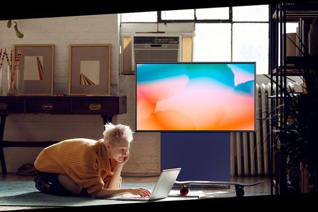 Imagem de Samsung Smart TV 43 QLED 4K The Sero 2020, com Tela Vertical, Tap View, Potência Sonora, Comando de Voz