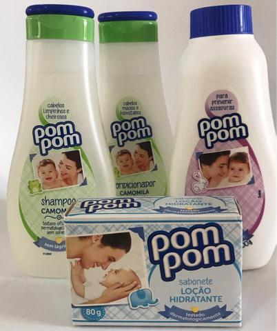 Imagem de Shampoo, condicionador, talco e sabonete em barra da marca Pompom. Kit chá de bebê I.