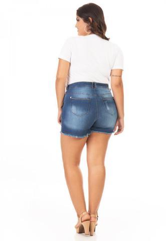 Imagem de Shorts Feminino Jeans com Lycra e Puídos Plus Size