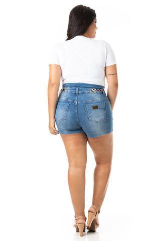 Imagem de Shorts Feminino Jeans Tradicional com Cinto Plus Size