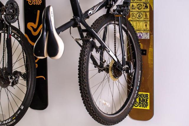 Imagem de Suporte de parede para bicicleta design pneu