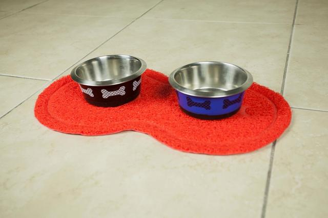 Imagem de Tapete Pet Oval Em Pvc Para Cães E Gatos 25x45 Cm