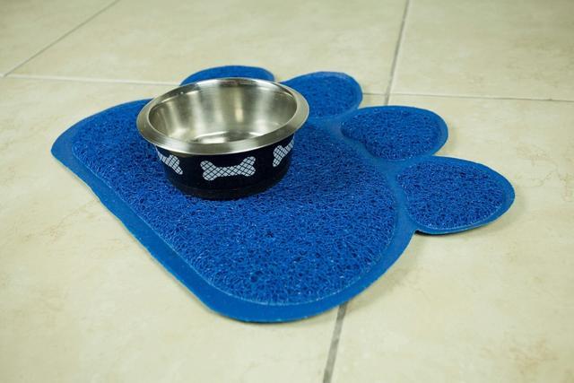 Imagem de Tapete Pet Pata Em Pvc Para Cães E Gatos 30x40 Cm