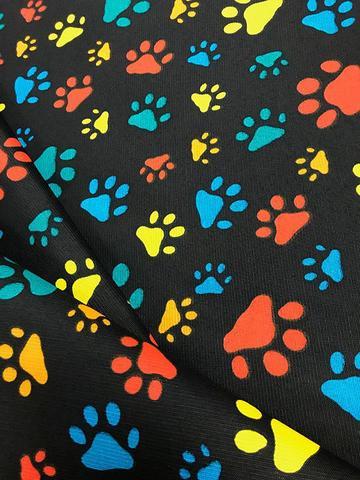 Imagem de Tecido para decoração Gorgurinho patinhas coloridas - Fundo preto