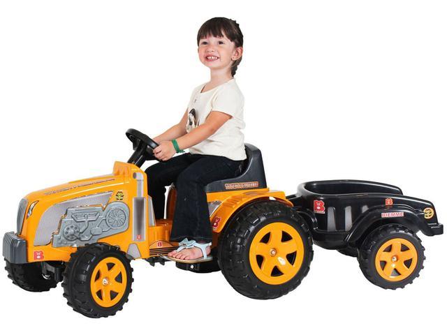 Imagem de Trator Infantil a Pedal Emite Sons Fazendeiro