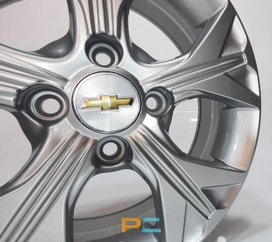 Imagem de Uma Roda Aro 14x6 Chevrolet Onix, Celta, Prisma, Cobalt, Spin Krmai S21 - Prata
